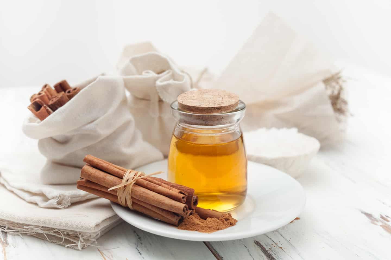 Agua Com Mel E Canela Beneficios como usar o mel e a canela para tratar a acne: será que