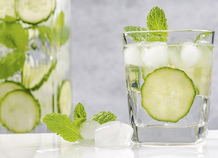 Por Qué El Agua De Pepino Es La Bebida Détox Más Popular Del Mundo + 3 Recetas De Cómo Hacerla   La Guía de las Vitaminas